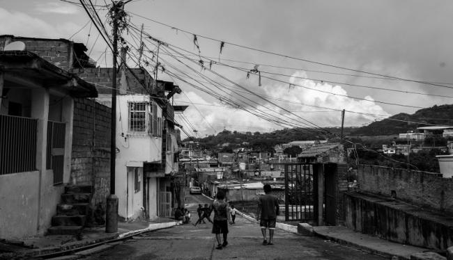 Two young boys walking in Petare, Caracas. There is fear on the streets due to police incursions. September 2019 (Photo by Francisco Sánchez).