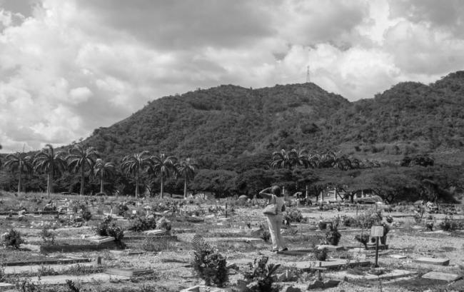 Madres buscan tumbas no-identificados en Caracas. Agosto 2019. (Foto de Francisco Sánchez)