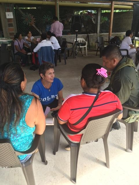 Nancy Sanchez, an advisor to the Alianza, discusses local concerns at the Puerto Leguizamo workshop (Photo by Winifred Tate)