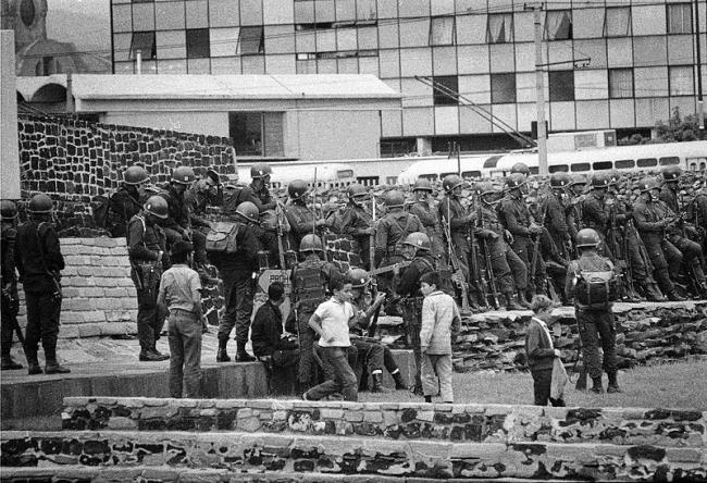 Soldiers gather in Mexico City on October 2, 1968. (Héctor Gallardo, Wikimedia Commons)