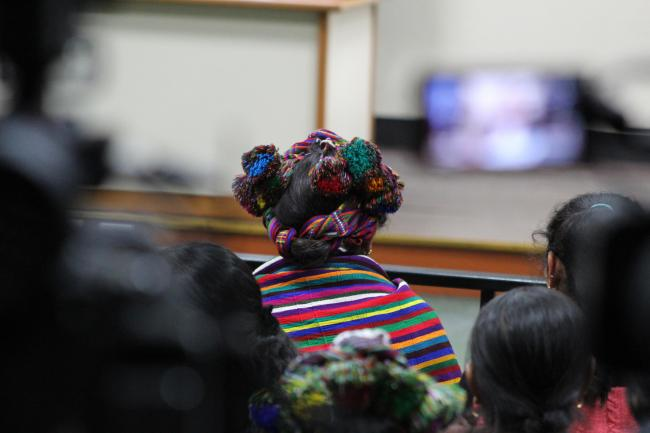 An Ixil survivor watching the verdict on September 26, 2018 (@VerdadJusticiaG)