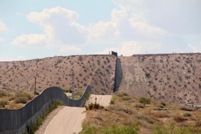 The wall at the Anapra, Chih-Sunland Park, NM border just outside of El Paso (Photo by Molly Molloy)